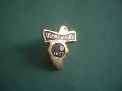 PIN'S PINS EPINGLETTE VIN HENRI MAIRE - Badges