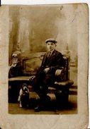 BEAU HOMME AVEC SON CHIEN ILS SONT DANS LES TRANCHEES GUERRE DE 1914 - Otros