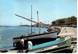 11 PORT LA NOUVELLE Le Chenal En 1991 Beau Plan Barque De Pêche Phare - Port La Nouvelle