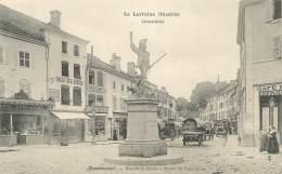 """CPA FRANCE 88 """"Remiremont, Rue De La Xavée, Statue Du Volontaire"""" - Remiremont"""