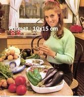 Reproduction Photographie D'un Portrait De Sheila Faisant La Cuisine Dans Sa Cuisine - Reproducciones