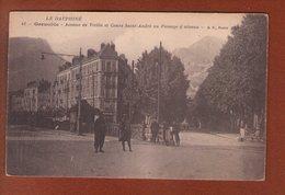 1 Cpa 38 GRENOBLE Avenue De Vizille Et Cours St André Au Passage à Niveau - Grenoble