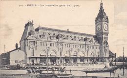75 PARIS. CPA. LA NOUVELLE GARE DE LYON .ANIMATION DEVANT LA GARE . - Pariser Métro, Bahnhöfe