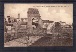 Fréjus - La Porte Dorée Et Un Coin De La Ville - Frejus