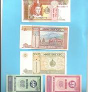 LOT DE 5 BILLETS DE MONGOLIE . 10 & 50 MONGO -1 TUGRIK & 2 X 5 TUGRIK  .. SERIE DE 1993 . - Mongolia