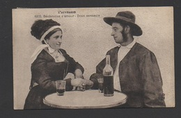 DD / FOLKLORE / COSTUMES / AUVERGNE / DECLARATION D'AMOUR - DOUX SERMENTS / BOISSONS : VIN / CIRCULÉE EN 1932 - Costumes