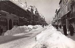 25030.....PONTARLIER,  La Grande Rue En Hiver - Pontarlier