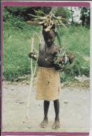 OCEANIE .- Nouvelle Bretagne  Petite Fille Sulka Participant à La Cueillette - Papoea-Nieuw-Guinea
