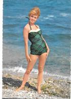 CP...NU .  BRIGITTE BARDOT ....BARDOT....  PLAGE ...MER ...MYTHE.. TBE - Vintage Divas < 1960