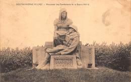 Oostduinkerke   Het Standbeeld  1914 Aan Onze Doden. Monument Des Combattants De La Guerre 1914 - 1918       X 24 - Oostduinkerke