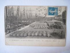 CPA DUNKERQUE. Le Quais Des Hollandais  T.B.E. 1921  Nombreux Futs  Carioles Bateaux Voiliers - Dunkerque