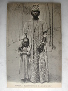 SCENES ET TYPES - Sénégal - Une Chrétienne De Saint-Louis Et Sa Soeur - Personaggi