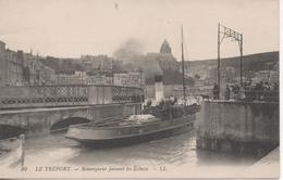 LE TREPORT REMORQUEUR PASSANT LES ECLUSES - Le Treport