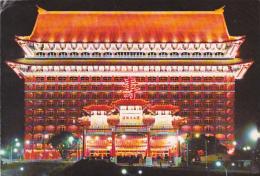 """The Grand Hotel (de Nuit) - Circulé 1973, Deux Vignettes """"Par Avion"""" Timbre """"drapeau De La République De Chine"""" - Taiwan"""
