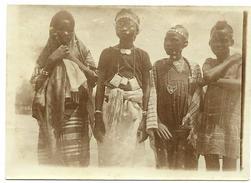 "NIGER - ""Fillettes De NIAMEY En Costume De Fête"",  Photo Originale  Signée Et Datée  Du 20 Mai 1929 - Africa"