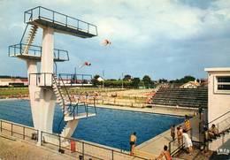 CPSM - MARMANDE (47) - Vue De La Piscine Et Des Plongeoirs Dans Les Années 60 - Marmande