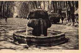 13 AIX EN PROVENCE Cours Mirabeau Et Fontaine D'eau Chaude - Aix En Provence