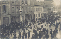 Cpa 68 – Carte-Photo Hodel, Colmars, Défilé, Fanfare (angles émoussés) - Colmar