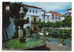 Espagne--MARBELLA--La Fontaine Typique De La Place (Belles Voitures) Cpsm 15 X 10 N° 84 éd  Dominguez - Espagne