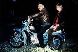 Photo Couleur Originale Motocyclisme - Mobylette Et Chrome Le 04.09.1976 - Duo Père Fils - Cyclisme