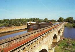 CPM PENICHE Le Canal Du Midi Ecrite En 2002 - Péniches
