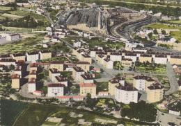 Grigny - Les Arborats - Vue Générale Aérienne (cités Au Premier Plan, Gare Avec Rotonde Et Parc Ferroviaire) Pas Circulé - Grigny