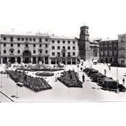 JNTP7809-LFTD7372.Tarjeta Postal De JAEN.Edificios,jardines,coches T PLAZA DEL GENERAL SARO En UBEDA - Jaén