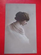 Postcard-Beauty Girl In White Dress,Posing-Traveld:Budapest To Regoce(Ridjica) 191?. - Portraits