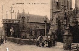 LAMPAUL -29- L'ARC DE TRIOMPHE ET L'OSSUAIRE - Lampaul-Guimiliau