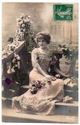 Cpa - Jeune Femme Dans Une Robe Avec Des Fleurs - Fauvette N°1199 - Donne