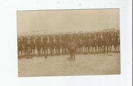 TOURS (37) OU ENVIRONS CARTE PHOTO AVEC MILITAIRES (DU 5 EME REGIMENT DE CUIRASSIERS ?) 1910 - Tours