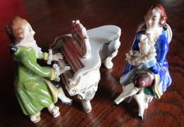 Figurines En Porcelaine De Volkstedt Signées Et Numérotées - Céramiques