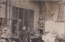 Carte Photo : Brocanteur Ou Artisan Fondeur De Bronze, à Paris - Métiers