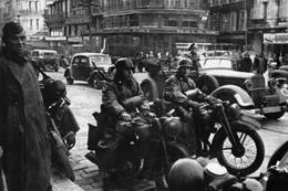 Militaria WW2 - Les Allemands Occupent  Paris En 1940 - 1939-45