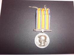 Médaille Ministère De L'Intérieur (1935 L. Bazor) Sapeurs Pompiers Argent Dans Son Jus (non Netoyée) - Firemen