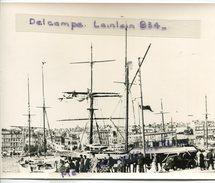 -  MARSEILLE - Grande Photo, 2 Mats Dans Le Vieux Port, Embarquement Du Ferry Boat, Voiture Ancienne, Reproduction, TBE. - Reproductions