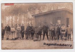 CPA PHOTO - 02 - CRECY-sur-SERRE (Aisne) - CARRIERES De CRECY ? Barraquement Cachet De Départ Poste De Crecy 1912 - France