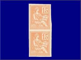 Qualité: (X) – 117 C, Non Dentelé, Paire Verticale: 15c. Orange Mouchon. Cat Price €: 550 - Stamps