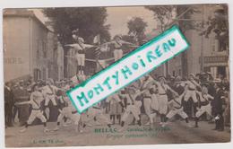 Haute  Vienne : BELLAC  Carte  Photo :   Calvacade , Fête ,  Groupe   Gymnastique - Bellac