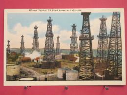 Etats-Unis - California - A Typical Oil Field Scene In California - Derricks - Excellent état - Scans Recto-verso - Etats-Unis