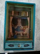 Automate LITTLE GREY RABBIT Lapin Dansant  - Boite à Musique MARGARET TEMPEST 1938 - Toy Memorabilia