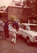 Photo Couleur Originale Vintage 70's Mariage - La Voiture Des Mariés D'Allemagne De L'Est : Une Lada Sport. - Personnes Anonymes