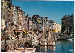 Honfleur: SIMCA 1300, RENAULT 4, CITROËN AMI BREAK - Le Port - Bateau 'Fiquefleur'  - (14, France) - Turismo