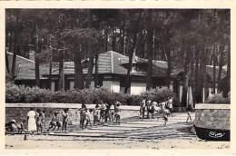 33 - ARES : Aérium - Enfants Rentrant Après Le Bain De Soleil - CPSM Photo Dentelée Noir Blanc Format CPA - Gironde - Arès