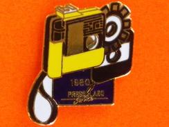 Pin's  PRESS LABO SERVICE 1980  (Frais Et Port Inclus) - Fotografia