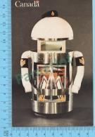 Sgt Servo - Robot De L'exposition  Techni-canada En France, Par Le Cartier Général De La Defence Nationle  -  2 Scans - Humorísticas