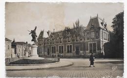 CHALONS SUR MARNE - N° 125 - LA CAISSE D' EPARGNE AVEC PERSONNAGE - FORMAT CPA VOYAGEE - Châlons-sur-Marne