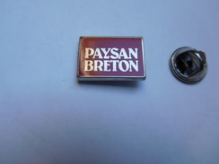 Beau Pin's En Zamac , Paysan Breton , Produits Laitiers , Beurre , Fromage , Signé Pichard - Alimentation