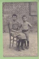 Deux Enfants. Carte Photo (située Amfreville Dans L'Eure ? Voir Dos). 2  Scans. - Enfants