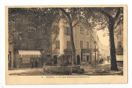 CUERS-PIERREFEU  (cpa 83)   Place François BERNARD - RARE -    - L 1 - Cuers